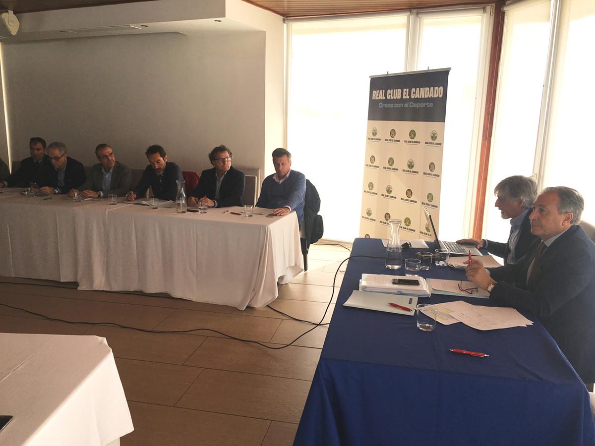 Josu00e9 Carlos Martu00edn y Miguel u00c1ngel Du00edez en la u00faltima asamblea de Marinas de Andalucu00eda
