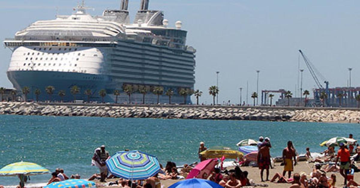 Malaga cruceros feria agosto