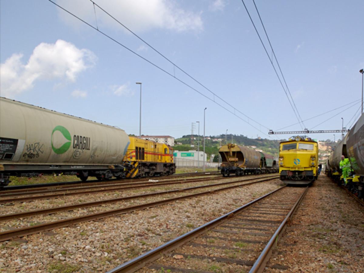 Puerto de Giju00f3n  Vias de tren