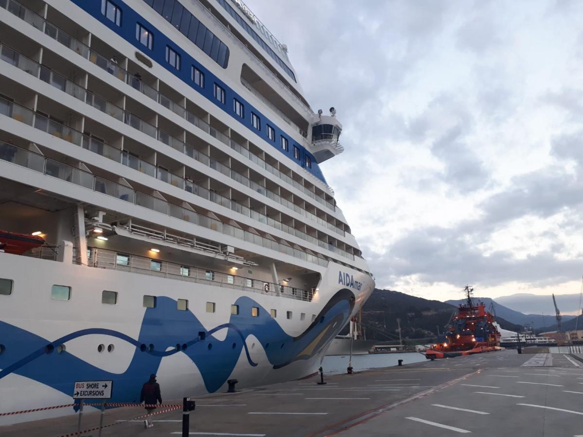 Puerto de Cartagena   Detalle cruceros