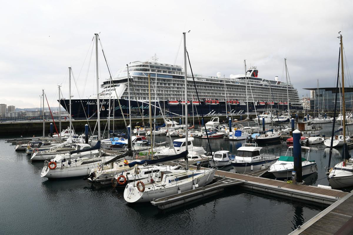 Puerto de A Coruu00f1a   Mein Schiff 2 New