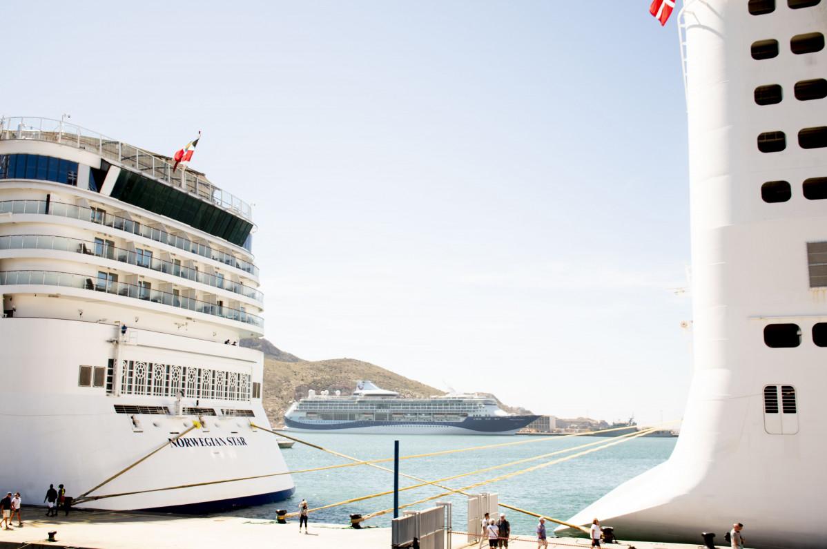 Puerto de Cartagena   tres cruceros