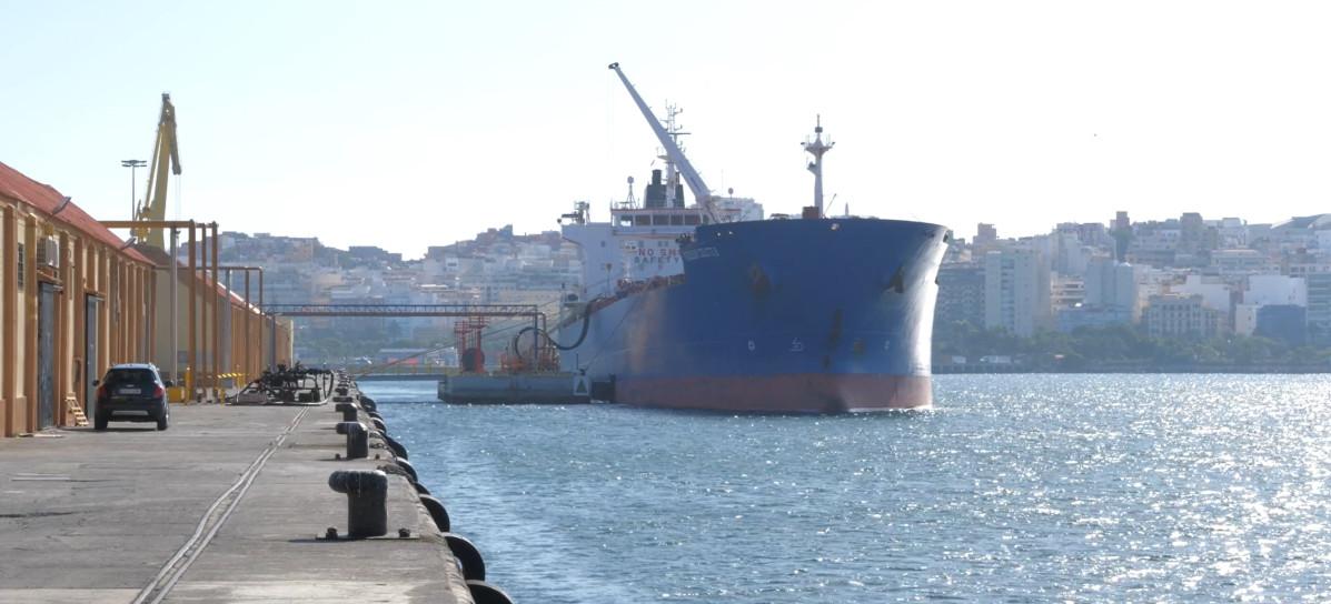 Puerto de Ceuta   descarga fuel bajo azufre